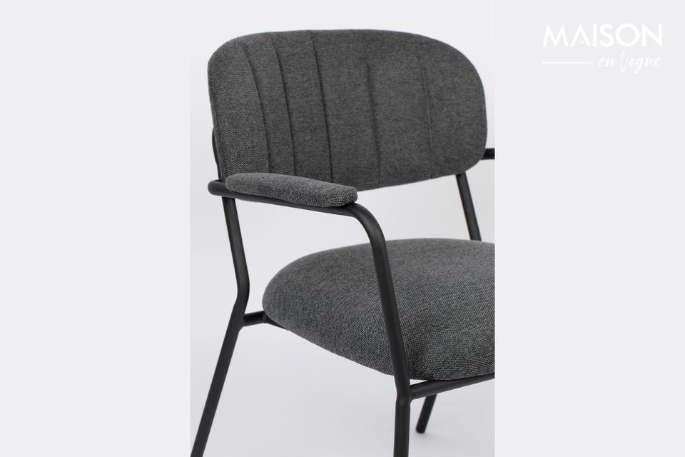 ¡El sillón Jolien trae confort y elegancia a su sala de estar! Esta silla baja ofrece un asiento