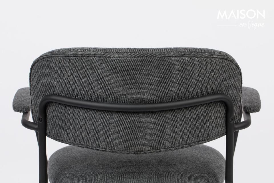 Su diseño es intemporal con un marco de acero cubierto de polvo negro y una hermosa tela suave de