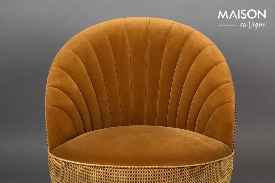 No sólo la cabeza, porque la base de este pequeño e inteligente sillón es totalmente giratoria