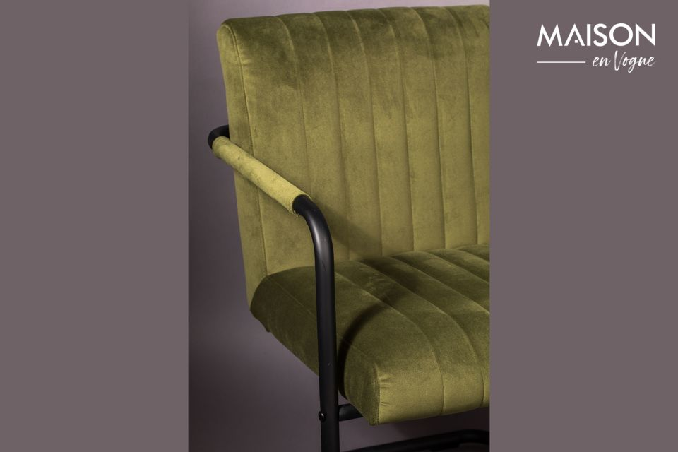 El asiento y el respaldo están cubiertos con un hermoso y suave terciopelo verde oliva (100%