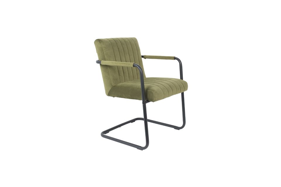 Este sillón es estético, con líneas minimalistas y un asiento cómodo