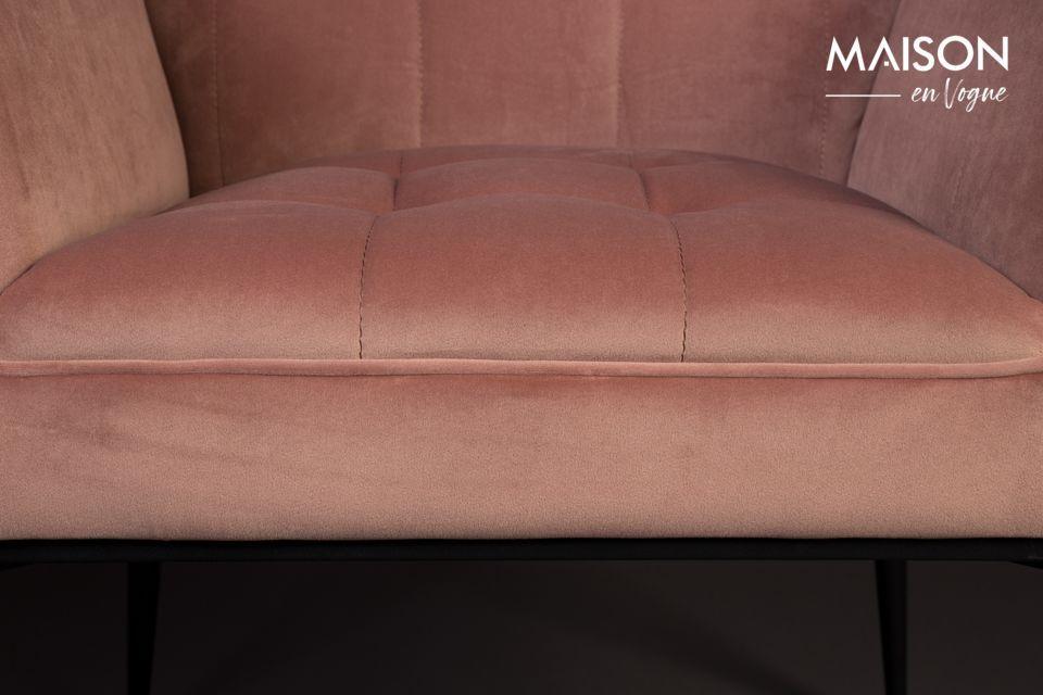 Instale este sillón agradablemente acolchado en la sala de estar