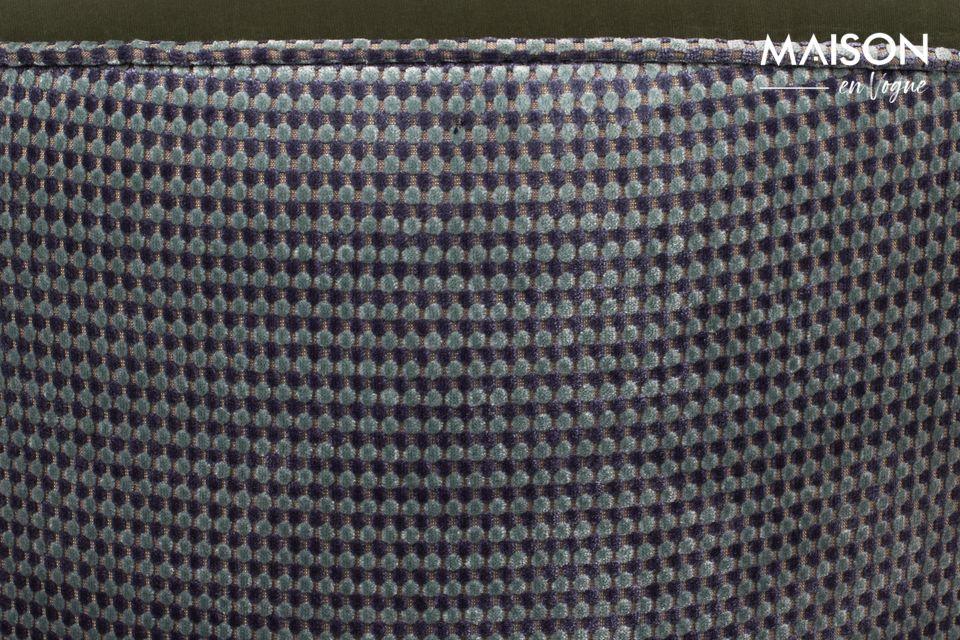 Mezclar un look de boudoir parisino con un juego de texturas muy contemporáneo es el reto de este