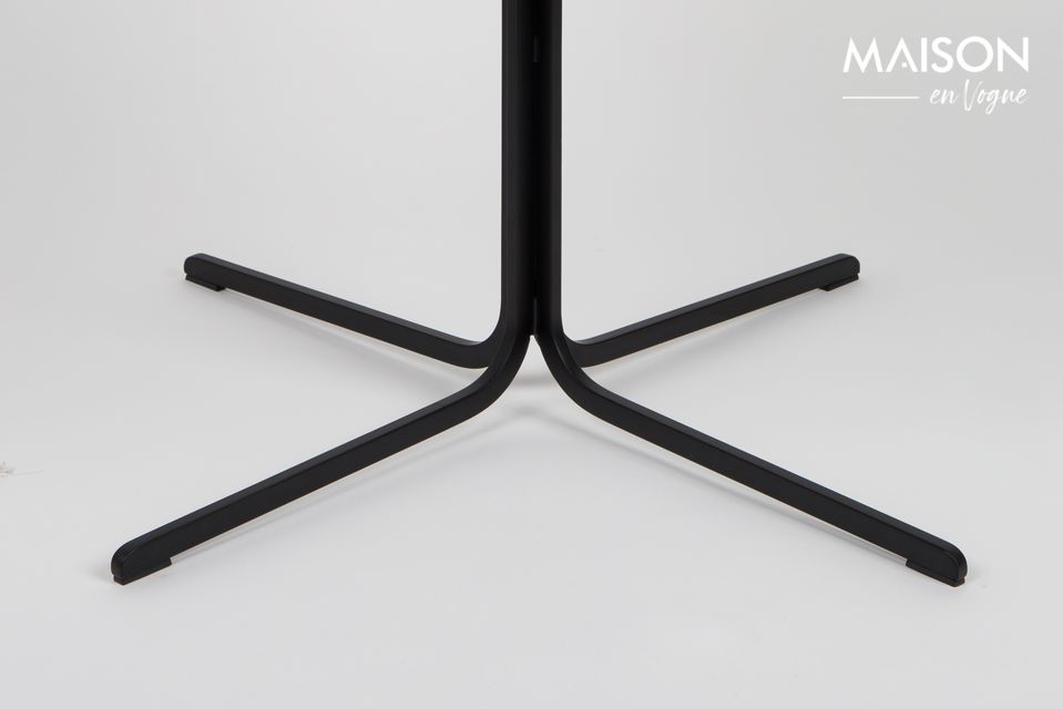 Un sillón bimaterial con un asiento cómodo