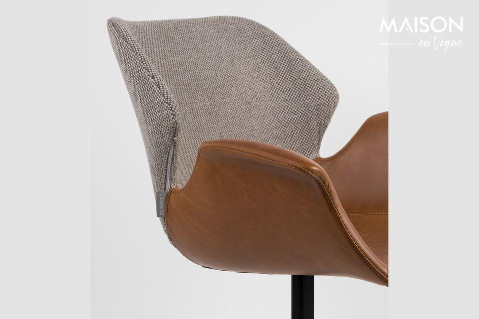 Este elegante sillón está inspirado en el estilo de los años 50 y refleja un espíritu moderno