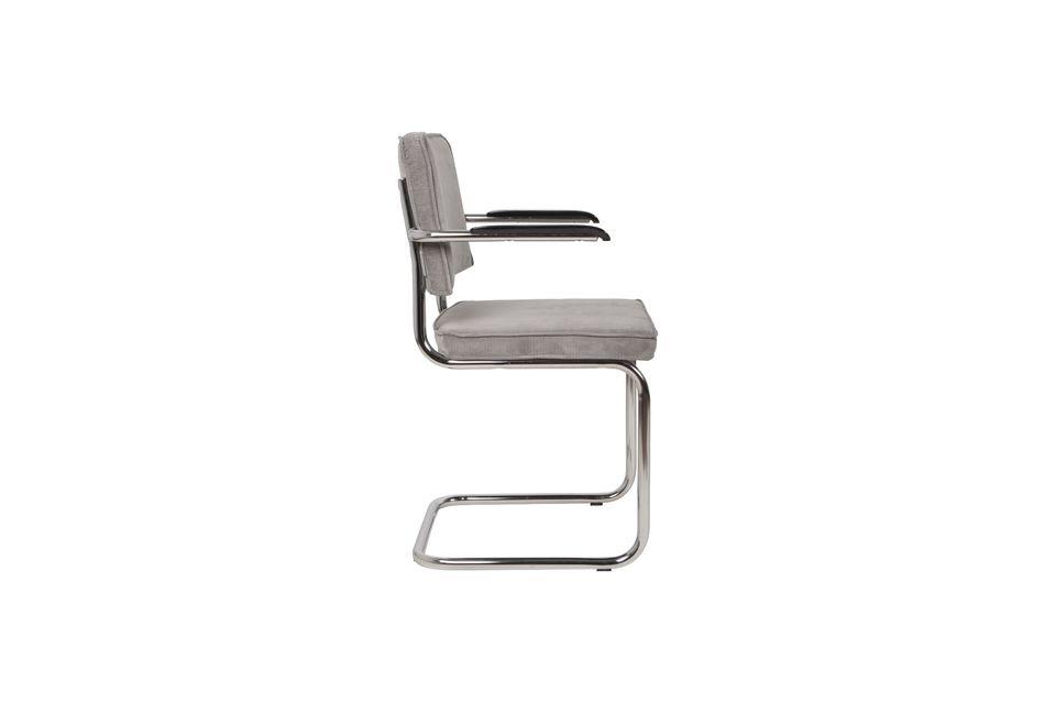 El sillón de costillas está disponible en varios colores brillantes