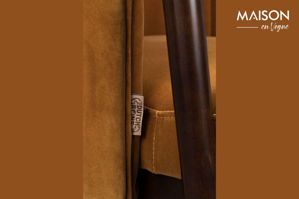 Las discretas costuras verticales en la parte posterior le dan un aspecto clásico