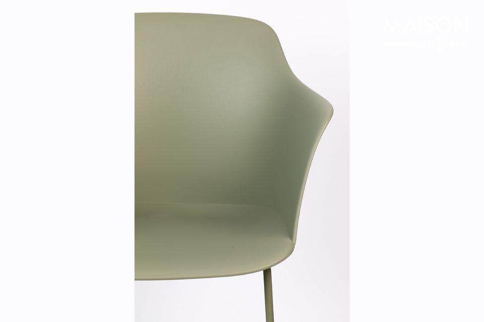 Una silla moderna con un aspecto industrial