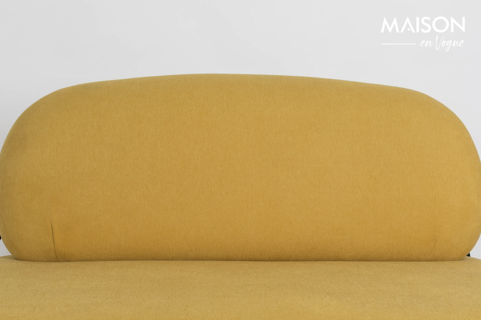 El sofá amarillo Polly es una pieza de calidad que ofrece una comodidad incomparable