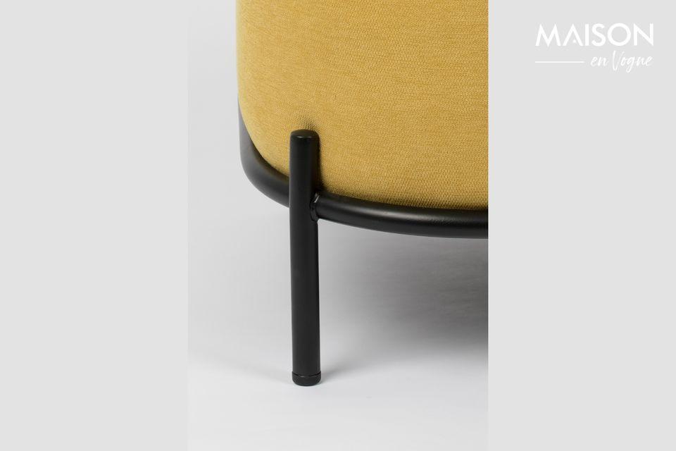 Su asiento y respaldo, extremadamente tapizados, son una verdadera invitación a la relajación