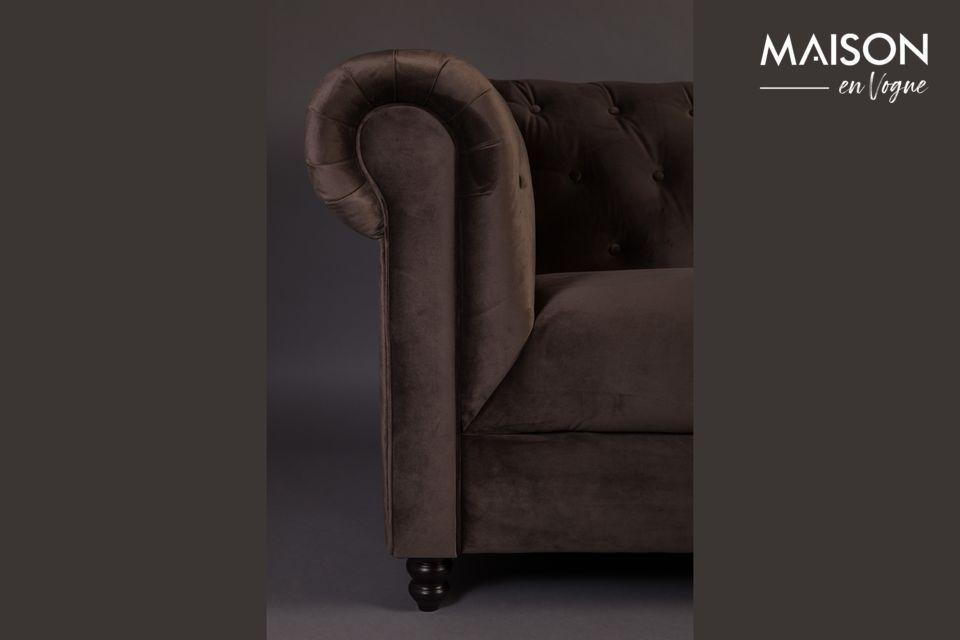 Un diseño prestado del siglo XVIII y actualizado, para este majestuoso sofá de 3 plazas