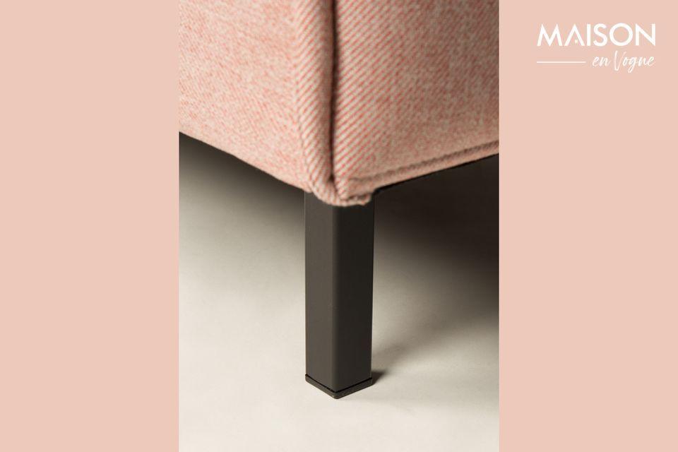 Con su tono rosado, el sofá Jaey Salsa Salmon de 1 asiento ofrece una cubierta suave y femenina