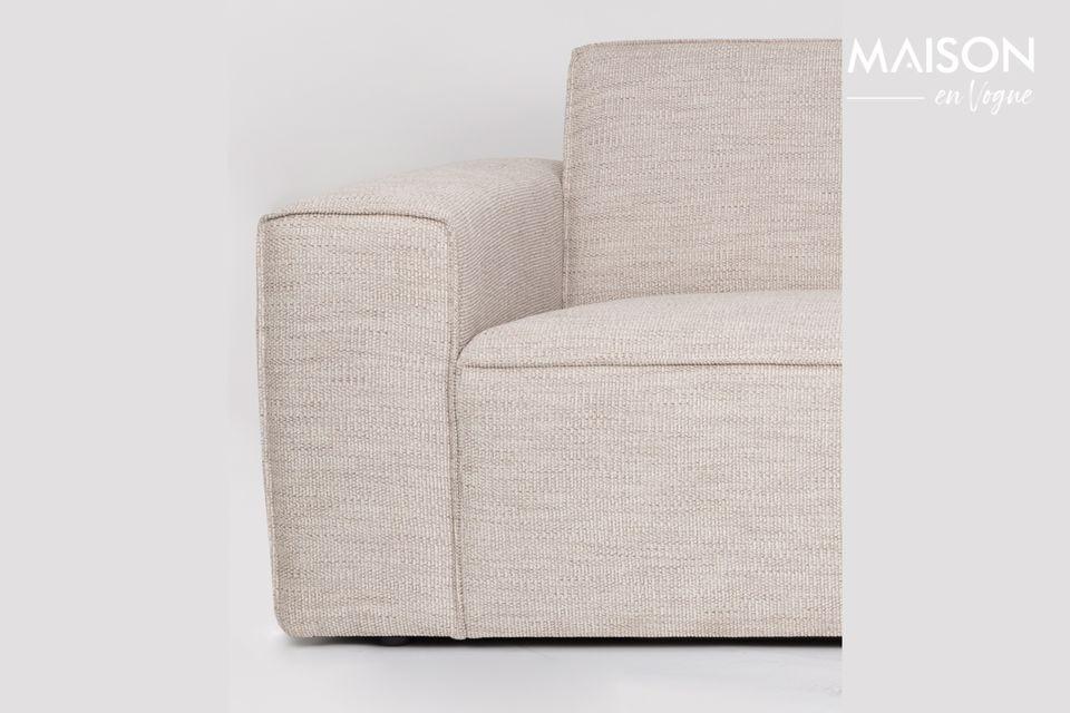Tiene un asiento de tela suave y costuras a tono para subrayar su aspecto refinado