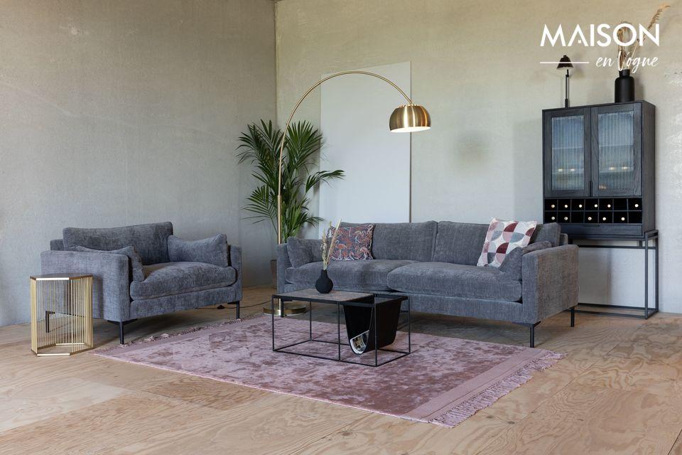 Para una comodidad moderna, un sofá que es bienvenido en todas las decoraciones
