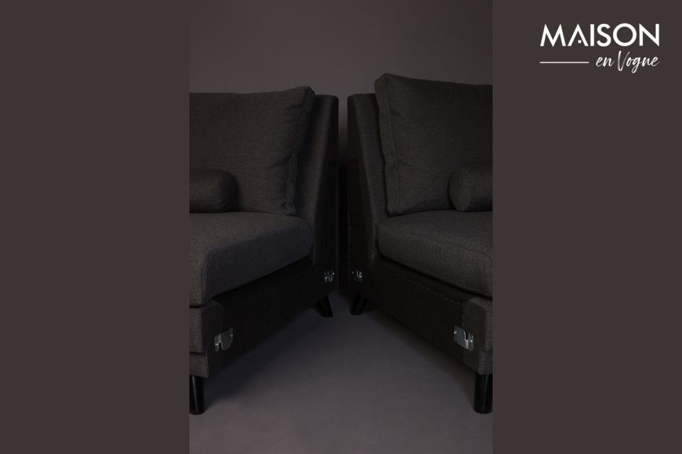 Tiene una longitud de 254 cm y una profundidad de asiento de 60 cm