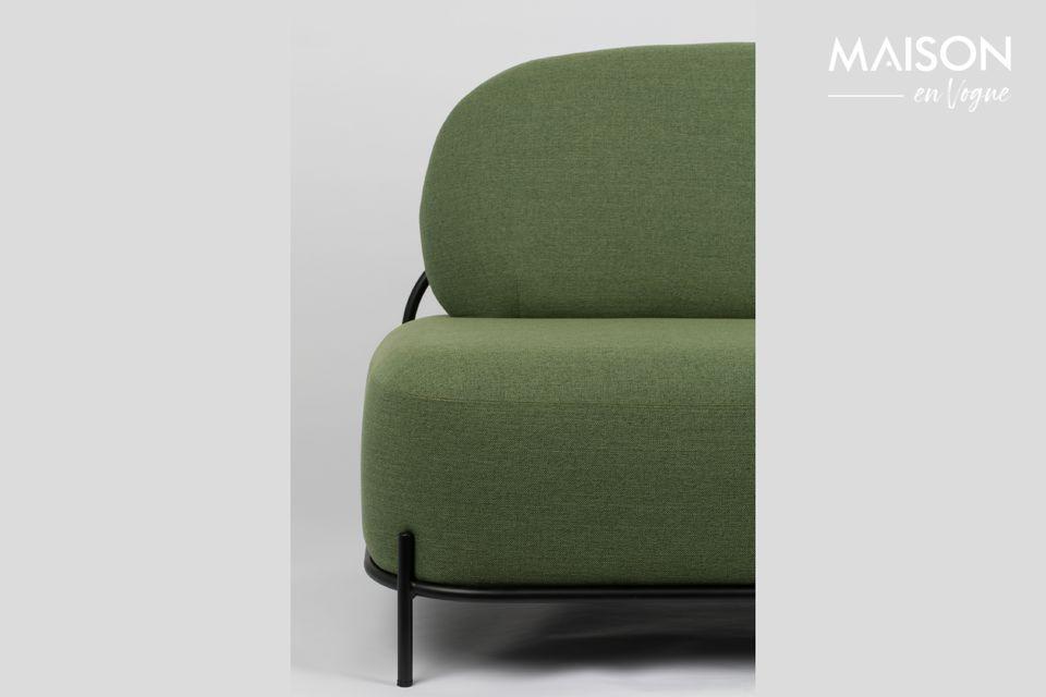 Un elegante y cómodo sofá recto