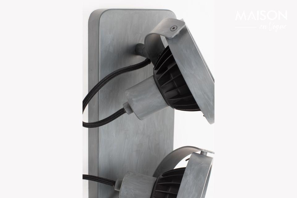 El foco de Dados-2 en metal galvanizado produce una luz cálida