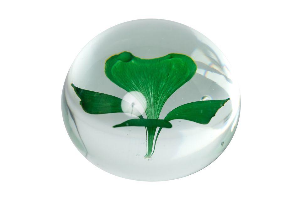 Este trébol de cuatro hojas dentro de una bola de cristal es el objeto perfecto para una