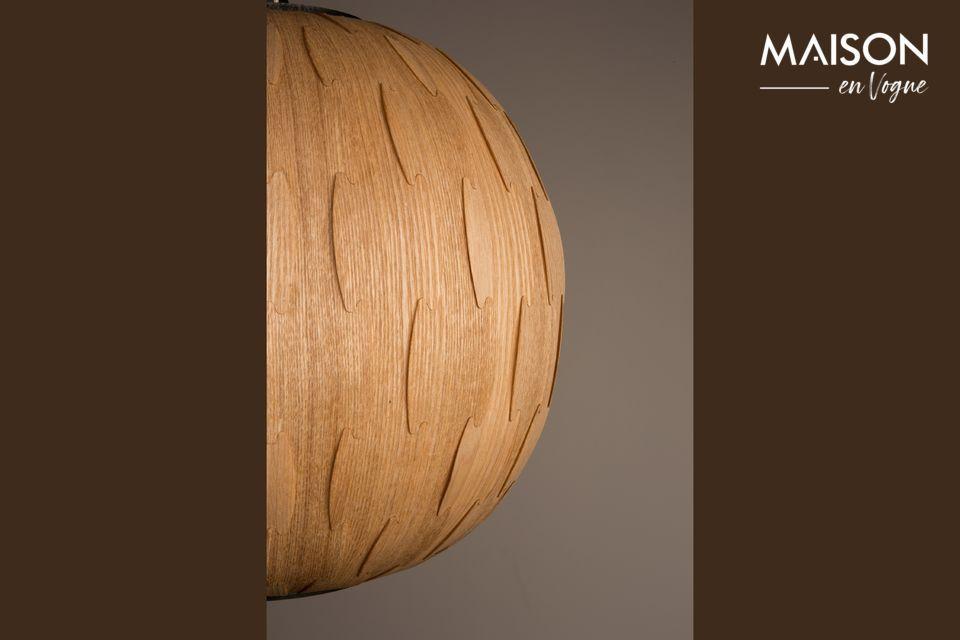 La combinación de la luz y la madera veteada es muy agradable y crea un ambiente muy cálido