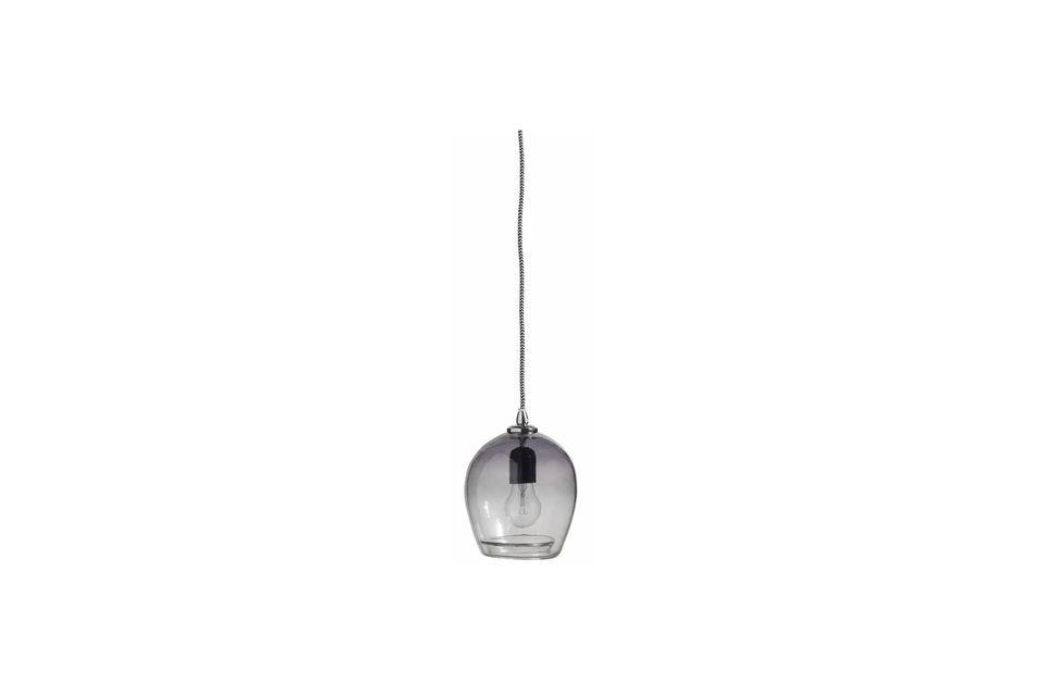 Encantadora y elegante, la suspensión Bubble está hecha de vidrio ahumado reciclado soplado a boca
