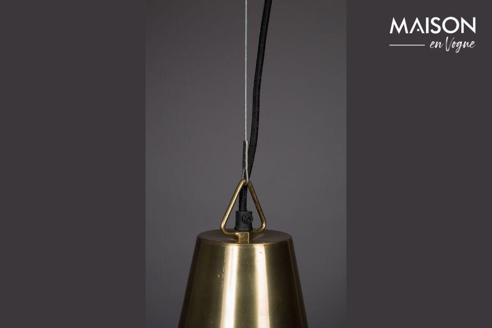 Además, el tono dorado de este tono antiguo añade un cálido resplandor a la luz emitida