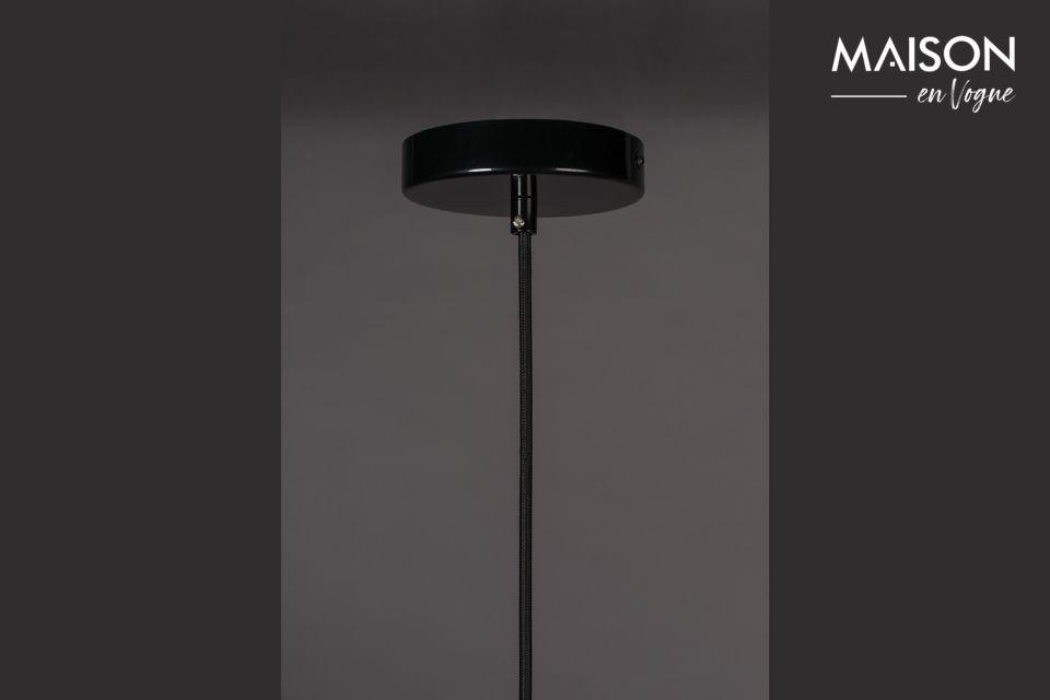 Apreciará su acabado negro brillante y su altura ajustable, adaptable a todas las alturas de techo
