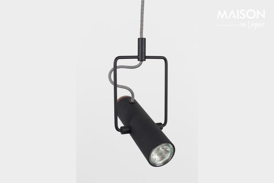 Puedes usarlo solo para resaltar un objeto o espacio, o en una fila sobre una mesa o barra de cocina