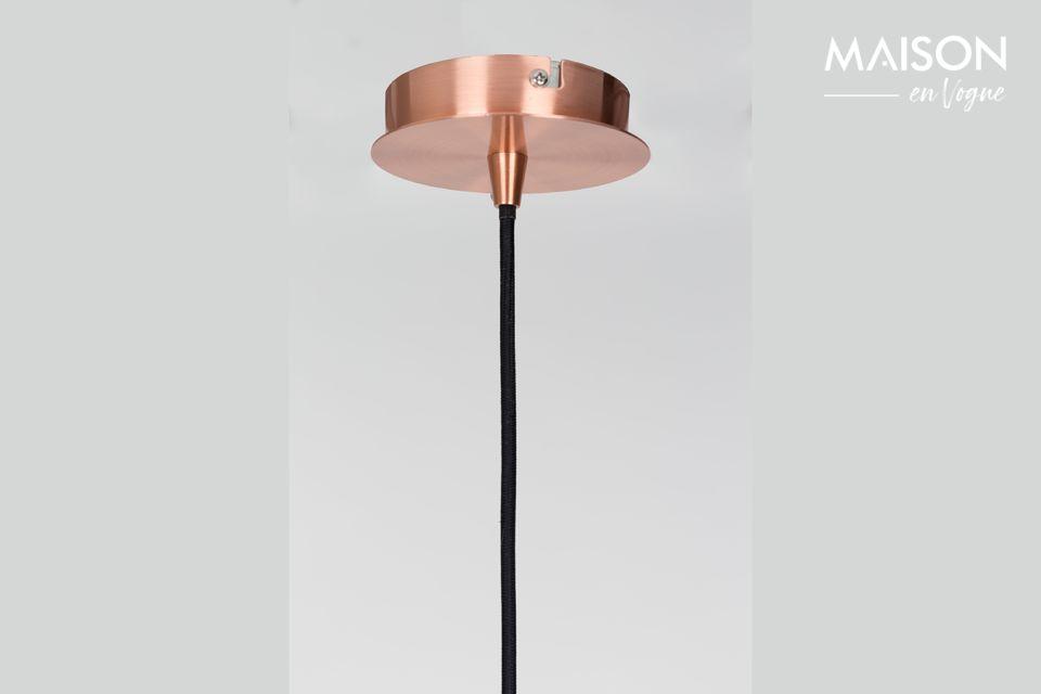 La forma esférica de su tono metálico tiene la elegancia de un tono de cobre