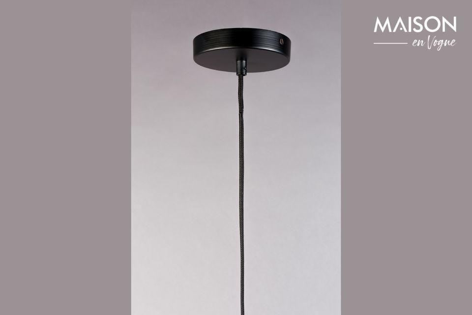 Un bonito candelabro para colgar por un diseño puro y formas agradables.