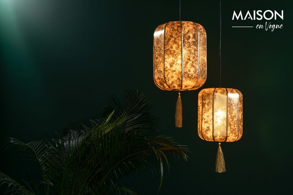 Esta bonita lámpara está inspirada en una antigua linterna china