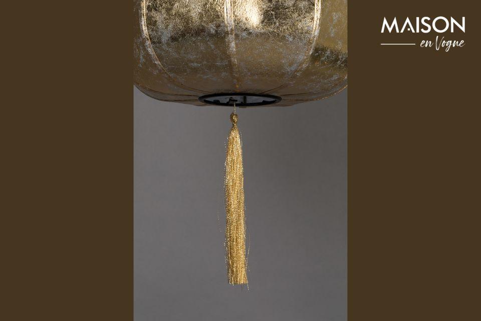 Encendida, esta lámpara exhalará todo su encanto, el material difunde una luz suave y descansada