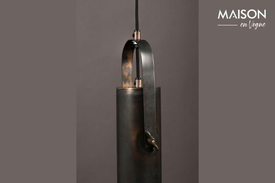 Diseñada como una gran linterna, esta suspensión combina originalidad y sobriedad