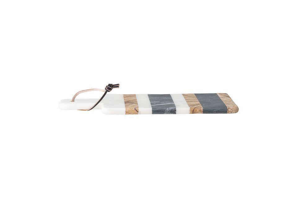 Esta tabla de cortar mármol es muy elegante con sus rayas horizontales de diferentes colores