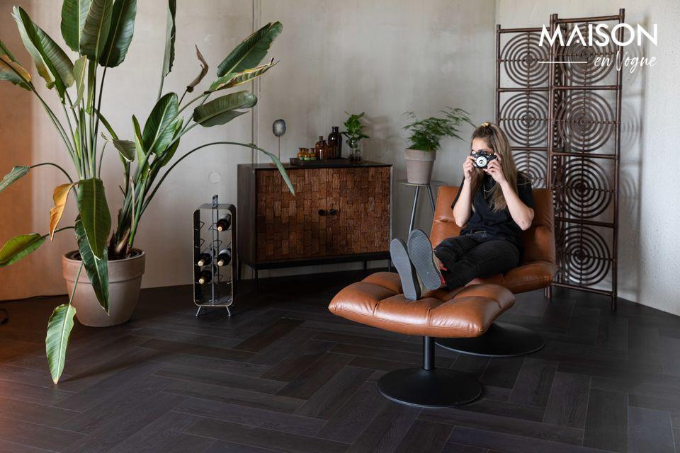 Este taburete Bar de espuma tapizado y cubierto de cuero es una necesidad para el área de su bar en