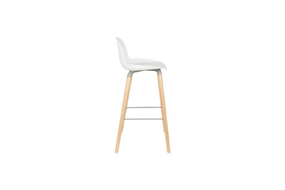 Muy estética, esta silla alta se integrará con elegancia y delicadeza en su cocina o comedor