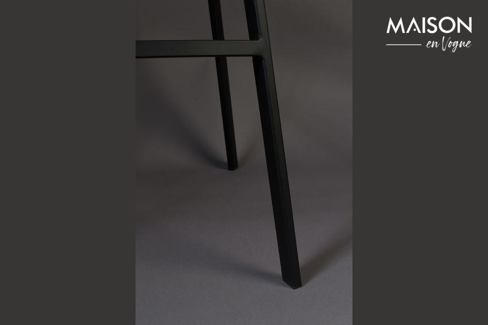 Este taburete desarrolla un lado chic y contemporáneo y encontrará fácilmente su lugar alrededor