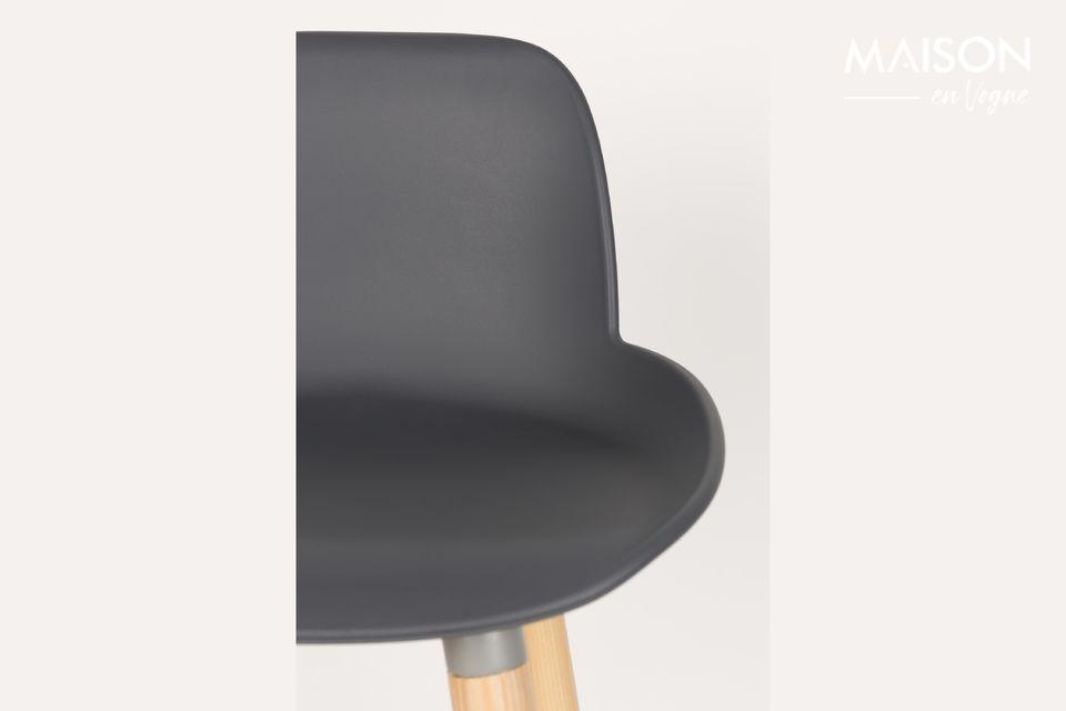 El taburete gris oscuro del mostrador Albert Kuip combina la autenticidad de la madera con un