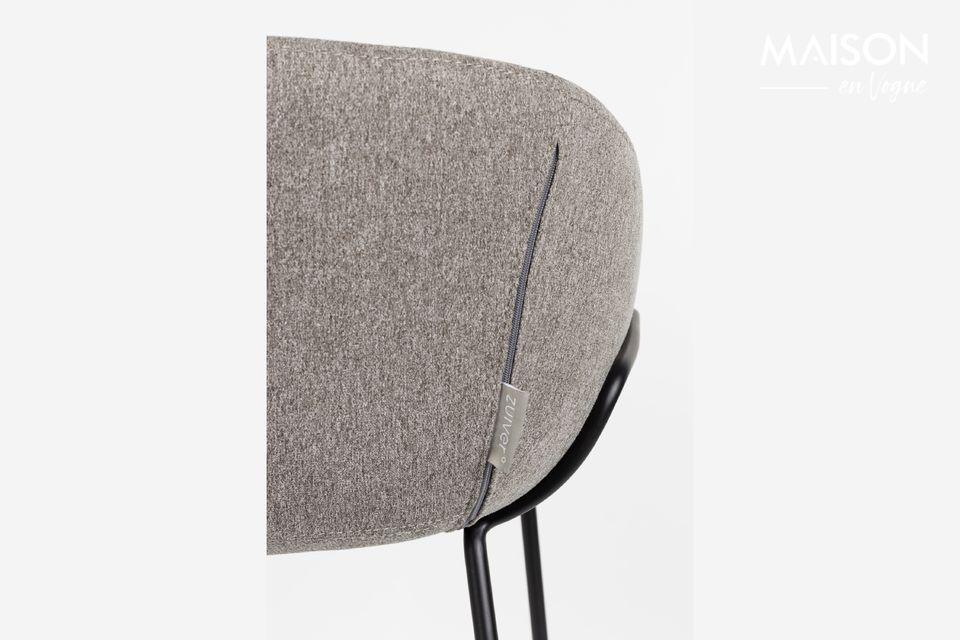 Su forma de cubo salpicada de costuras decorativas acentúa el efecto cocooning