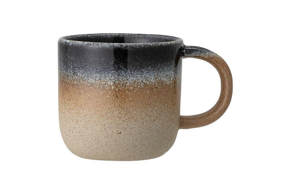 Esta pequeña taza será un perfecto adorno en su mesa con su estilo y color natural