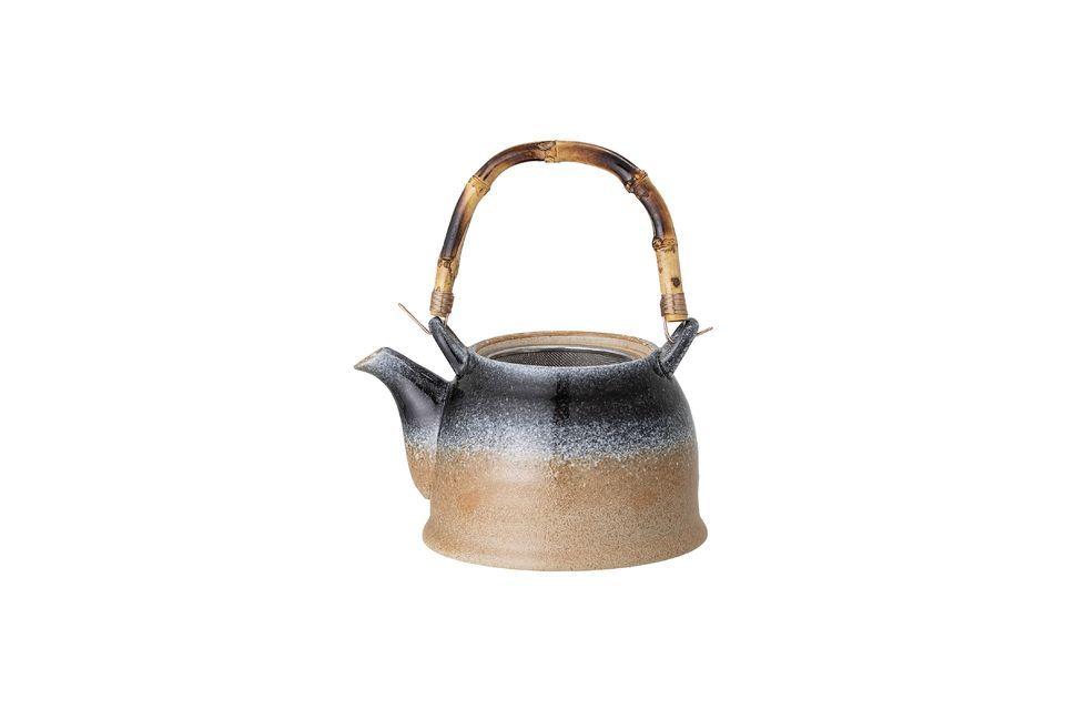 El caño tiene un tamiz ideal para el té suelto