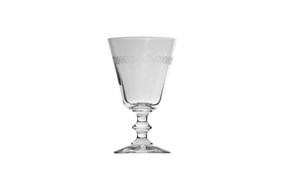 Delicado y refinado, este vaso de agua está decorado con hojas de laurel grabadas